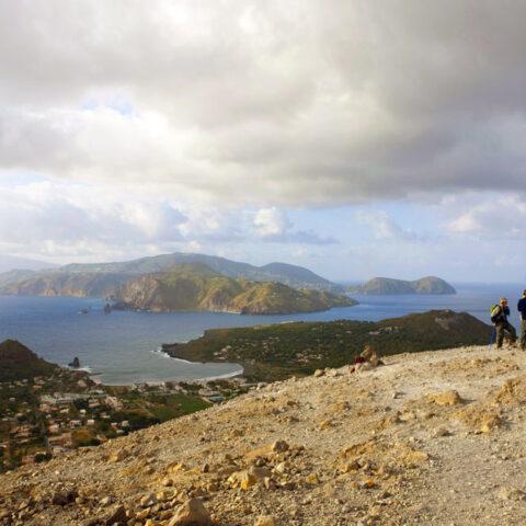 Trekking in Sicilia. Circuito di trekking a Vulcano Isole Eolie