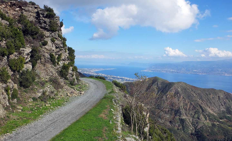 Escursione Peloritani - vista sullo stretto di Messina